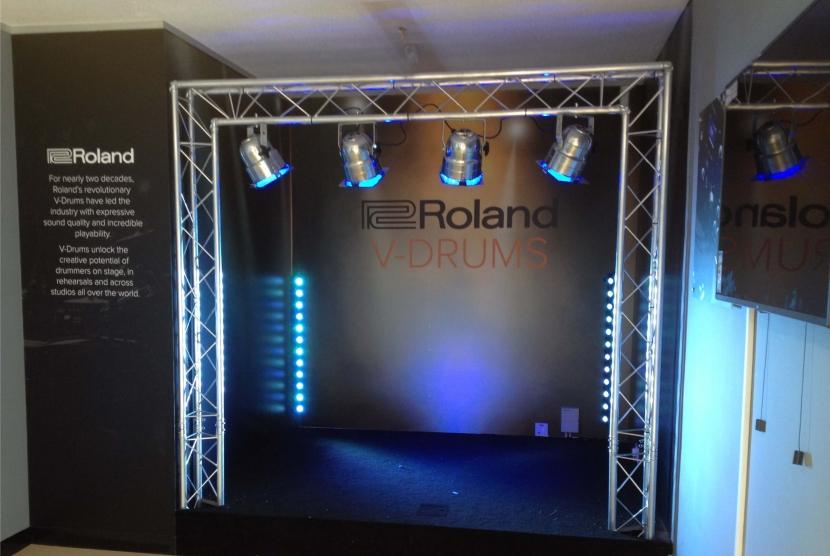 Roland & Red Dog Music Store | Gordon Signs & Interior Displays